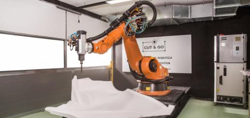 Cut&Go cuenta con un robot KR 210 de siete ejes para la fabricación de piezas en 3D de gran formato.