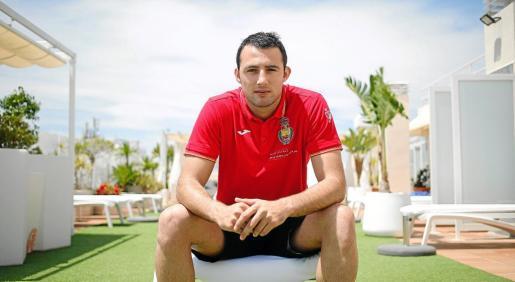 Aitor Ariño posa en la azotea del hotel en el que están alojados los ''Hispanos'.