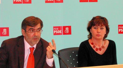 Rueda de prensa de Francesc Antich y Francina Armengol.