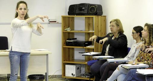 Margarita Caballero es una de las dos profesoras que ha impartido el curso sobre lenguaje de signos a los docentes de Ibiza y Formentera.