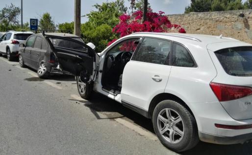 Detenido por dar positivo en alcohol tras chocar contra tres coches aparcados.