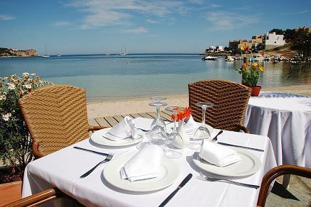 El Hostal Talamanca dispone de las mejores vistas al mar y a Dalt Vila