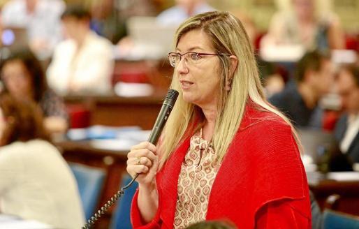 La consellera de Salut, Patricia Gómez, durante su intervención de ayer en el Parlament balear.