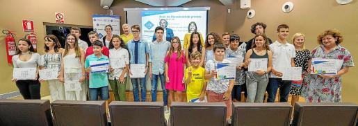 Los ganadores de esta edición junto a Martí March, Margalida Ferrer y Rosa Isabel Rodríguez.