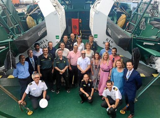 Imagen de la visita organizada al buque oceánico 'Río Miño' de la Guardia Civil.