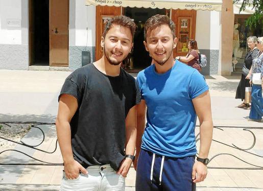 Mateo y Lucas Ocón, ayer en Ibiza.