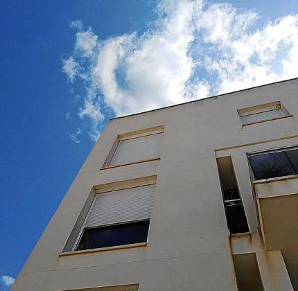 Imagen del edificio de Cala de Bou.