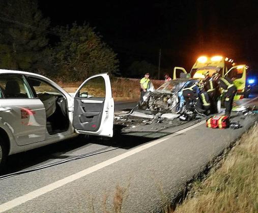 El conductor que resultó herido crítico fue excarleado por los bomberos.