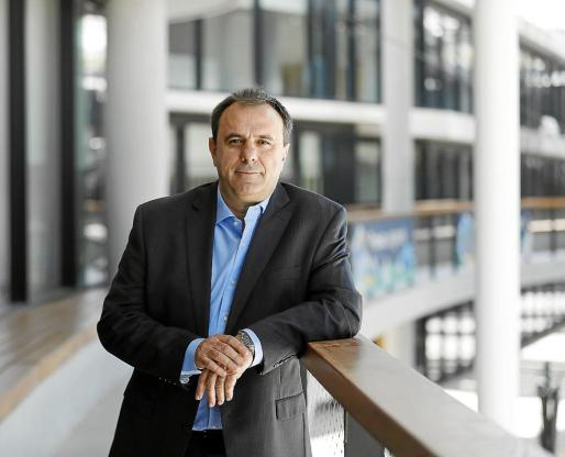 Manuel Crespo asegura que la app de BBVA permite realizar todo tipo de opeaciones con rapidez.