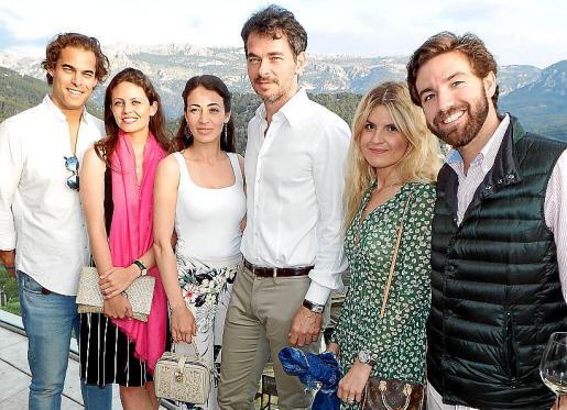 Duncan De Boer, Cristina Sánchez, Samira Diafi, Chabi Der, Marta Sabater y Paco Berga.