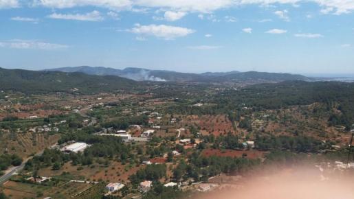 Los bomberos del Ibanat actúan contra un incendio en Santa Eulària