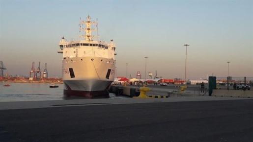 Llega el primer barco de la flota del Aquarius al puerto de Valencia