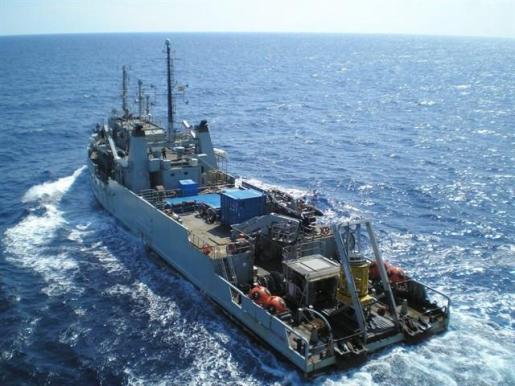 La Armada rescata el cadáver del piloto sumergido a 60 metros de profundidad en Mallorca.