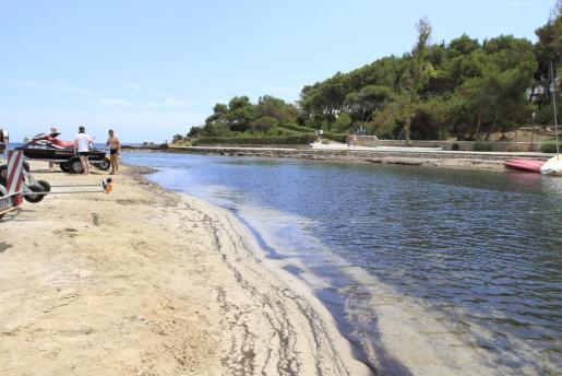 Muere un bañista de 72 años en la playa des Riu de Santa Eulària.