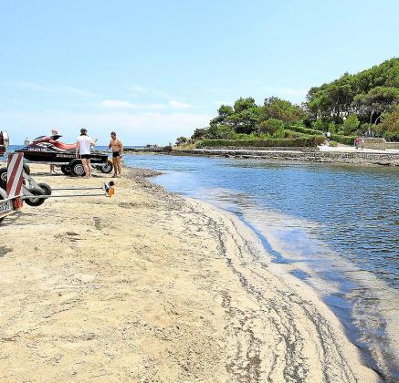 La muerte del bañista se produjo en la playa des Riu, en Santa Eulària.