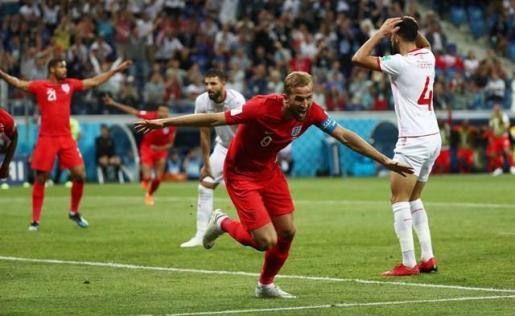 Kane salva los muebles para Inglaterra en el descuento.