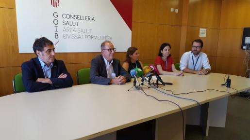 Rueda de prensa celebrada esta mañana en la que han intervenido Juli Fuster, Manuel Palomino, Carmen Santos y el equipo directivo del hospital.