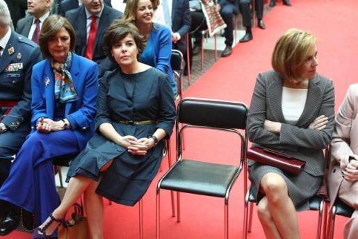 Cospedal y Santamaría se disputarán el liderazgo del PP, con Casado como tercera vía.