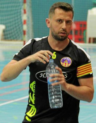 Checa se refresca poco antes del estreno del Ibiza Futsal en la Liga Regional sénior.