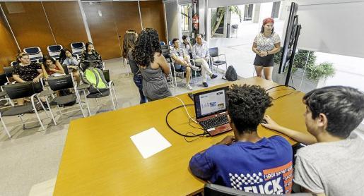 Imagen de la presentación realizada ayer por los alumnos del IES Sa Blanca Dona en el Consell d'Eivissa.