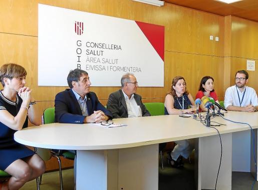 Manuel Palomino, Juli Fuster y Carmen Santos, en el centro, intervinieron en la rueda de prensa de ayer.