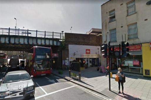 Fallece en Londres un joven español arrollado por un tren cuando pintaba graffiti.