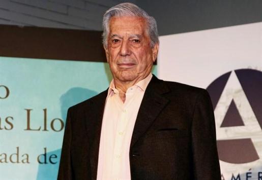 Mario Vargas Llosa, hospitalizado tras una caída en su domicilio.