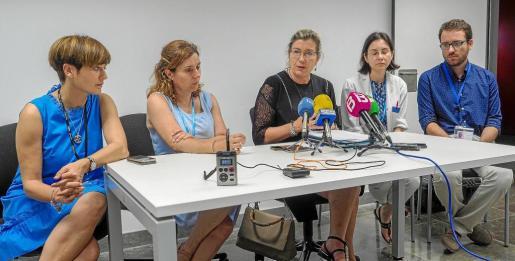 La consellera balear de Salud, Patricia Gómez, visitó ayer por primera vez Can Misses desde que se cerraran los quirófanos por la presencia de moscas.