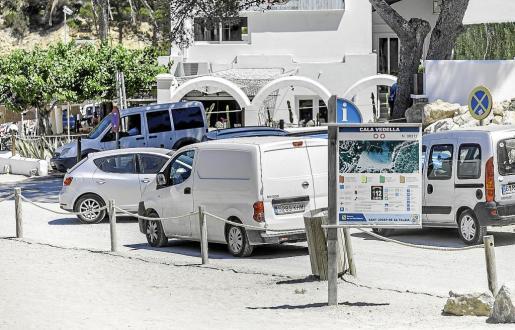 La movilidad se hace muy complicada durante la temporada turística en Cala Vedella.