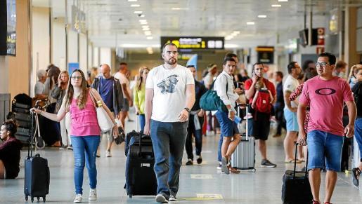 Pese a que la llegada de pasajeros se ha incrementado un 10,28% entre enero y mayo, ha caído la ocupación en el primer mes de temporada.
