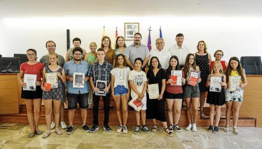 El Ayuntamiento de Sant Joan organiza este homenaje para reconocer los resultados académicos de los alumnos y alumnas y también su capacidad y voluntad para conseguirlos.