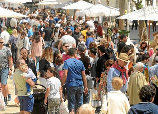 Las Pitiusas superan los 164.000 habitantes, un 26,29% más que hace una década.