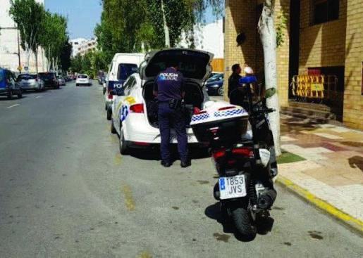 Imagen de archivo de agentes de la Policía Local en los juzgados de Ibiza.