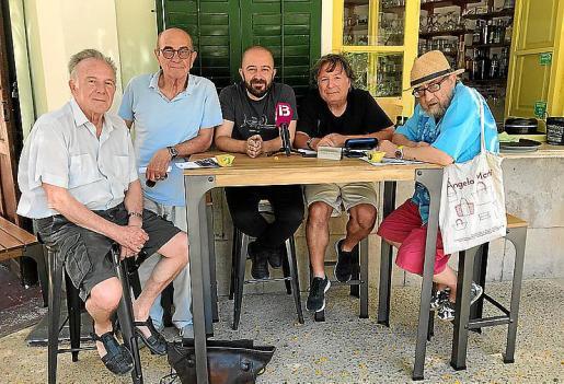De izquierda a derecha Julio Herranz, Joan Murenu, Pep Tur, Carles Fabregat y Toni Roca, ayer durante la presentación del festival.