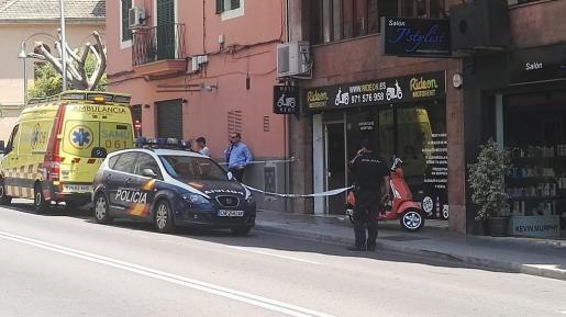 La Policía Nacional y una ambulancia del 061 se desplazaron a la tienda.