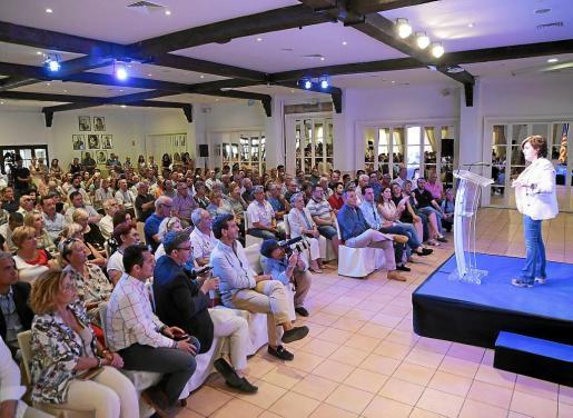 Soraya Sáenz de Santamaría llenó la sala en la que se celebró su acto de primarias, a pesar de que la hora, a primera hora de la tarde, era complicada. Sus apoyos se podrán comparar la semana que viene con los de Casado y los de De Cospedal.