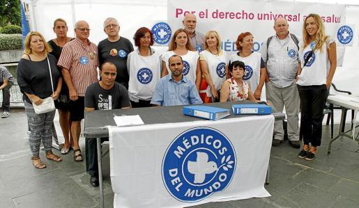 La organización Médicos del Mundo de Balears realizó varias campañas abogando por el derecho universal a la salud. En la imagen, una concentración que se llevó a cabo en 2013 en Palma, para exigir al Gobierno central que retirara el decreto de la ministra Mato.