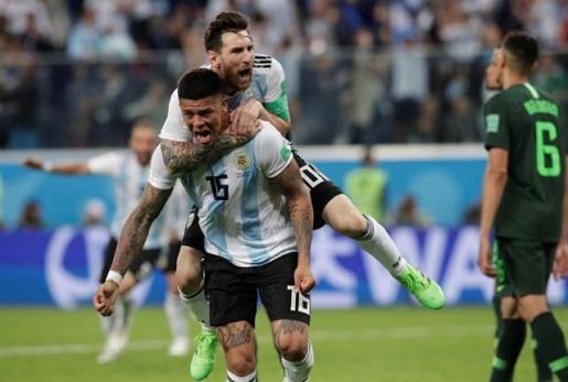 Messi y Rojo resucitan a Argentina.