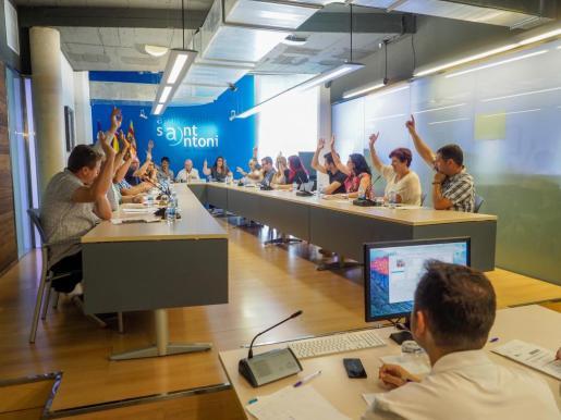 El pleno de Sant Antoni ha aprobado el expediente 2947/2018, relativo al informe de seguimiento del plan de ajuste.