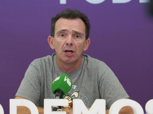 El diputado Salvador Aguilera abandona Podemos.
