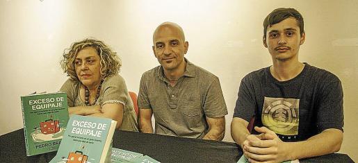 Pedro Bravo estuvo ayer en Districte Hipérbole para hablar de su libro. Fotos: DANIEL ESPINOSA