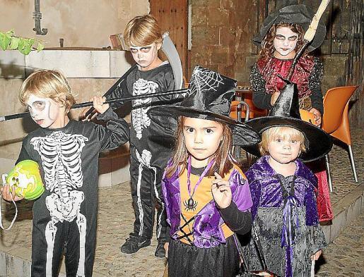 Los niños son los principales protagonistas de una fiesta anglosajona que se impone también aquí.