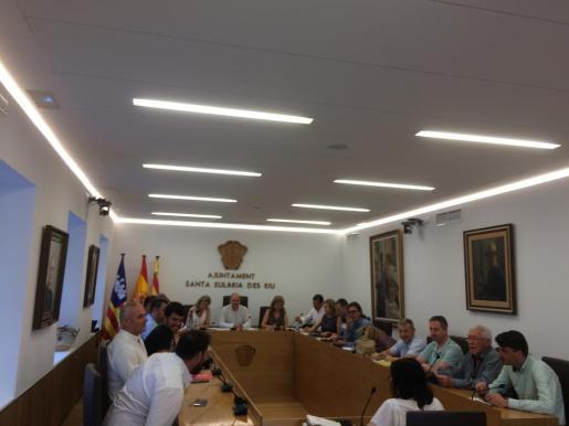 El Ayuntamiento de Santa Eulària minutos antes del pleno ordinario del mes de junio, celebrado ayer.