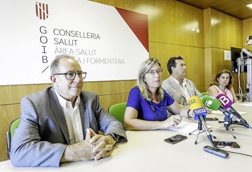 Juli Fuster, Patricia Gómez, Francisco Cárceles y Carmen Santos ayer en rueda de prensa.