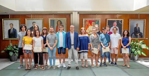 El presidente del Consell recibió a los alumnos.