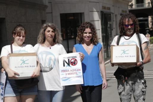 La delegada del Ejecutivo central ha afirmado que la intención del Gobierno de España es aprobar esta legislatura la ley para prohibir las prospecciones de hidrocarburos en el Mediterráneo.