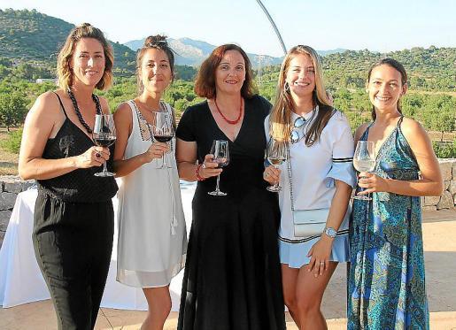 Elsa Fornés, Laurence Chung, Barbara di Pasquale, Chantal de Young y Ioanna Antal.