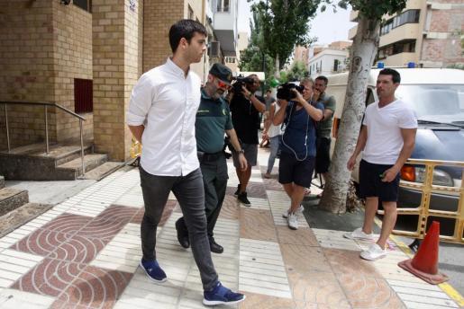 El autor del atropello mortal a Dani Viñals, en la salida del juicio.