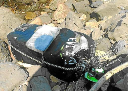 Imagen de uno de los tres sacos de boxeo cargados con paquetes de cocaína hallados en Formentera.