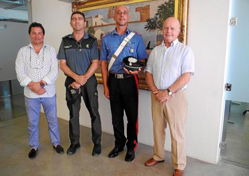 Imagen del carabinieri presentado esta semana junto al alcalde de Sant Antoni, Pep Tur, y un mando de la Guardia Civil.